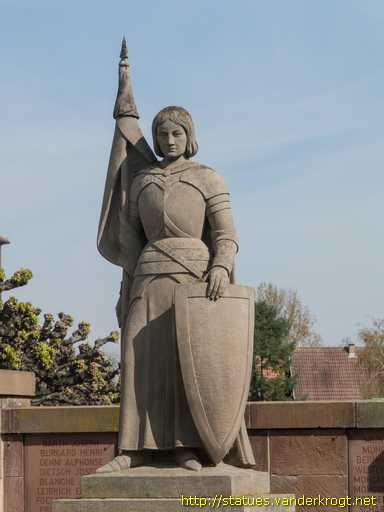 Altorf /  Jeanne d'Arc - Monument aux morts