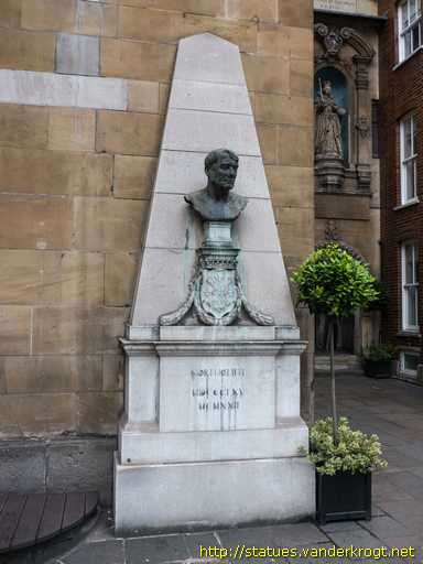 London /  Alfred Harmsworth, Lord Northcliffe