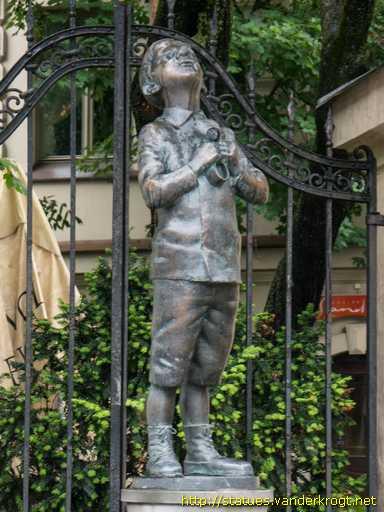 Statua Roman Kacew a Vilnius