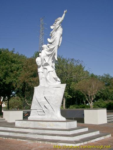 New Orleans /  Monument to the Immigrant
