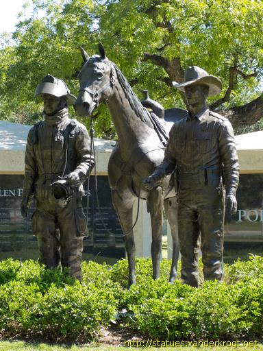 Fort Worth /  Fort Worth Police & Firefighters Memorial