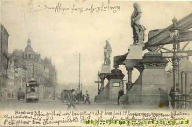 1905 postcard. The Columbus statue is the one in the background, the other is Vasco da Gama