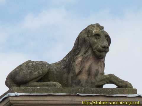 Newark-on-Trent / Lady Justice with Lion and Unicorn