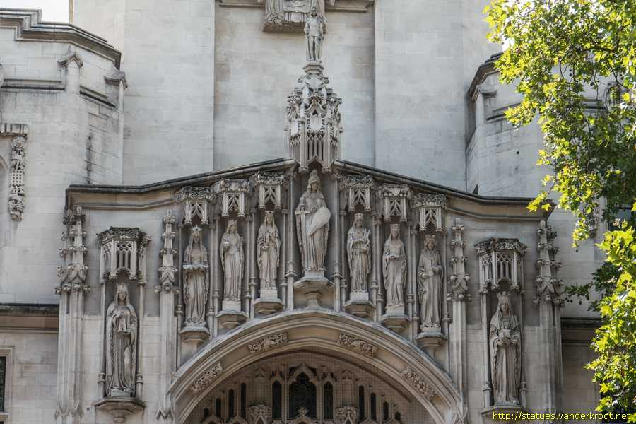 London - Sculptures at the front façade of Middlesex Guildhall