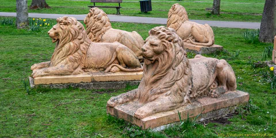 Newbury - Queen Victoria and Lions