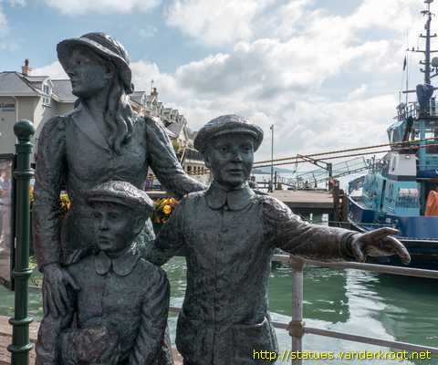 Cobh - An Cóbh / Annie Moore and her brothers