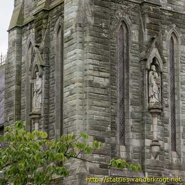 Clonakilty - Cloich na Coillte / Saints' statues at the Church of the Immaculate Conception