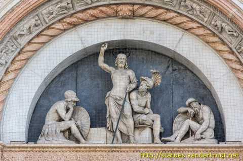Bologna - Sculture alla Basilica di San Petronio